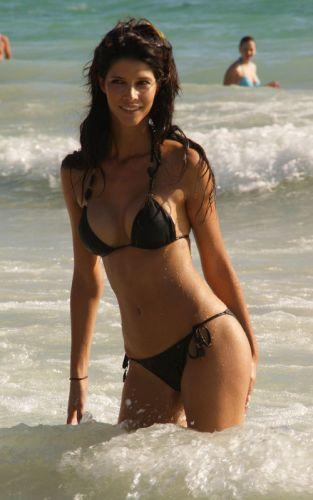 indian-beaches-busty-spaniard-time