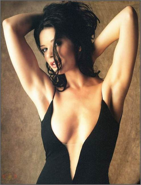 FCBA HISTORY / 24 Feb 1999 Courtney Thorne Smith vs ... Catherine Zeta Jones Wiki